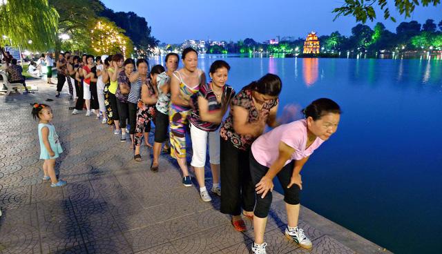 Hà Nội chi 30 tỉ nạo vét hồ Hoàn Kiếm